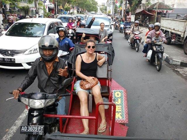 Saat Turis Bule Jadi Pelanggan Driver Ojek Difabel di Yogyakarta